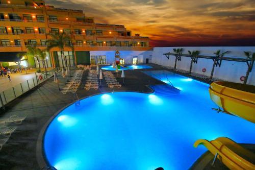 Bazén v ubytovaní Advise Hotels Reina alebo v jeho blízkosti
