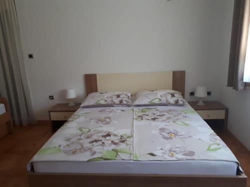 A bed or beds in a room at Apartment Zizak