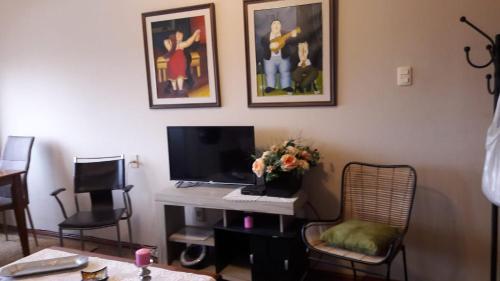 A television and/or entertainment center at Hermoso Apartamento En el Centro de Salto