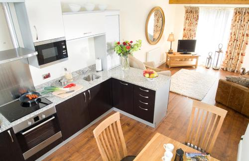 A cozinha ou kitchenette de Longlands Inn & Cottages