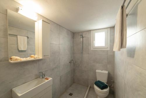 A bathroom at Luxury Villa Naiades