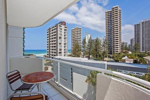 Balkonas arba terasa apgyvendinimo įstaigoje Carlton Apartments