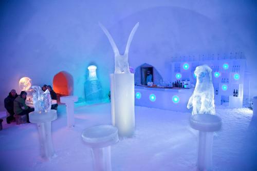 Snowman World Igloo Hotel
