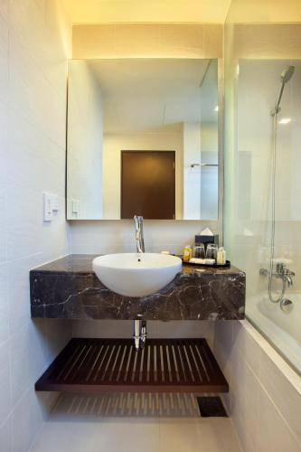 A bathroom at PARKROYAL Serviced Suites Kuala Lumpur