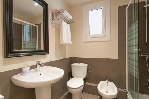 A bathroom at Espais Blaus - Market Concepció