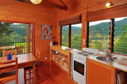 A kitchen or kitchenette at Worendo Cottages