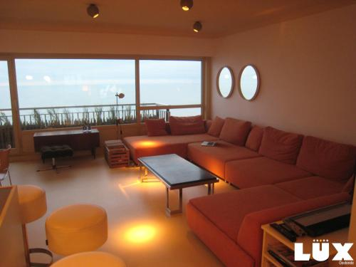 A seating area at Lux Skyline Sea-View Apartments
