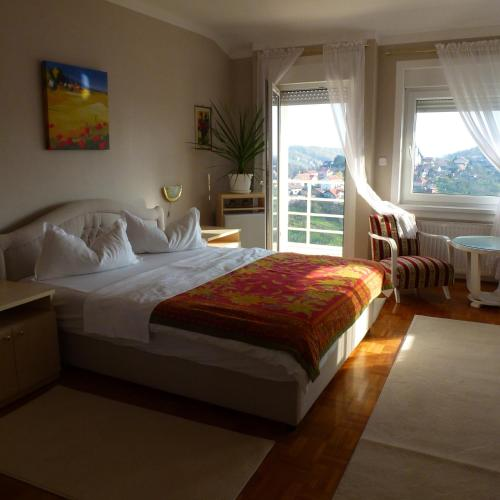 A bed or beds in a room at Guesthouse Villa Lutka