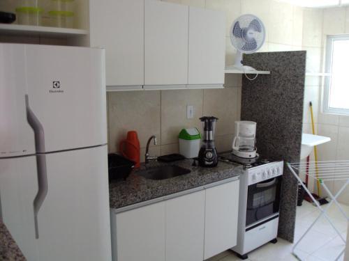 A kitchen or kitchenette at Flat Porto dos Carneiros
