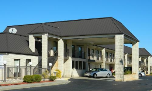 Deluxe Inn and Suites York