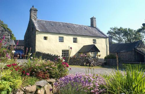 Llwyndu Farmhouse