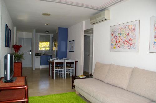 A seating area at Apartamentos Centremar