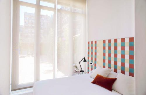 A bed or beds in a room at Eric Vökel Boutique Apartments - Gran Vía Suites