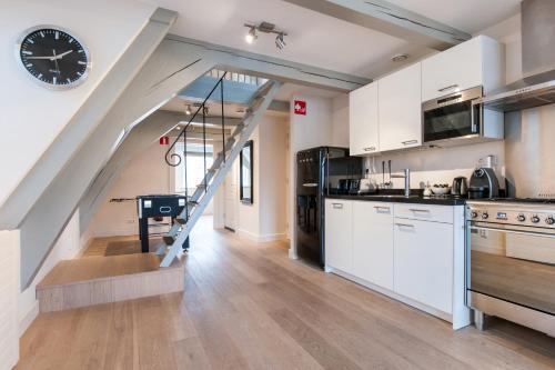 Cityden Canal Serviced Apartments tesisinde mutfak veya mini mutfak