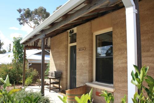 Hotham Ridge Winery and Cottages