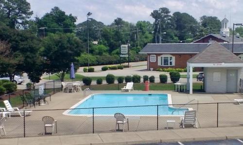Quarterpath Inn & Suites