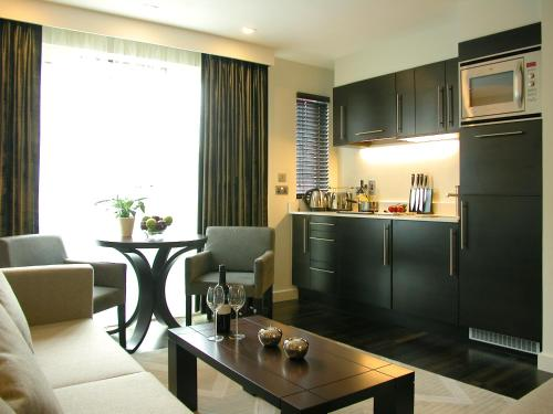 A kitchen or kitchenette at Atelier Apartments by BridgeStreet