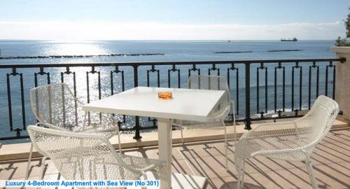 A balcony or terrace at Les Sirenes Apartments