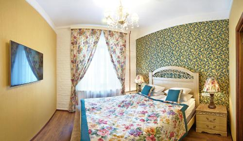 A bed or beds in a room at Apartment on Rubinsteina 9/3