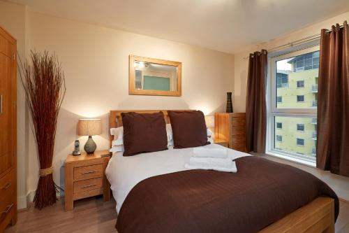 A bed or beds in a room at Skyline Plaza by esa