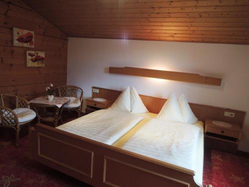 Letto o letti in una camera di Haus Carina