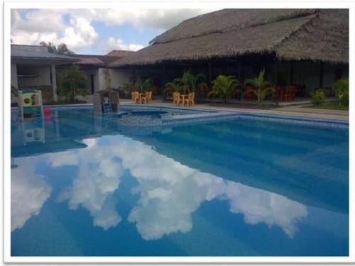 hoteles en iquitos con piscina