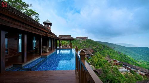 Yalong Bay Earthly Paradise Birds Nest Resort (Mountain Villas)