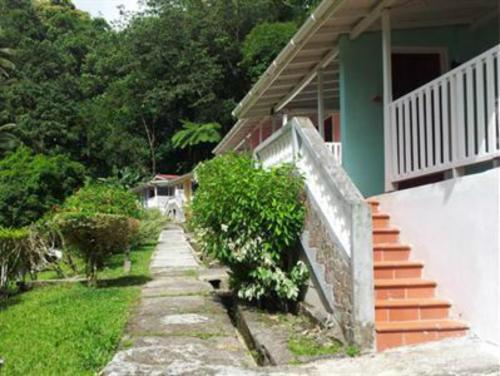 Chez Ophelia Cottage Apartments