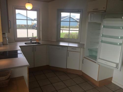 A kitchen or kitchenette at Lønne Feriepark Holiday House 53