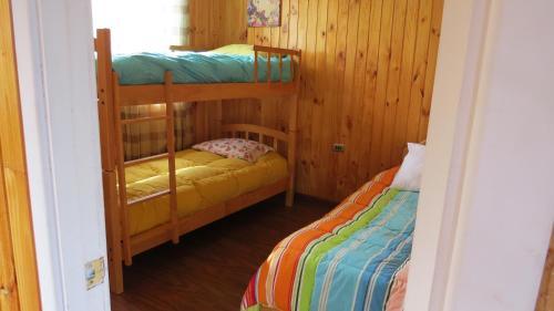 A bunk bed or bunk beds in a room at Cabaña Laguna Aculeo