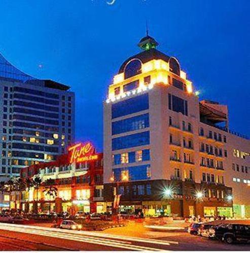 Courtyard Hotel 1Borneo