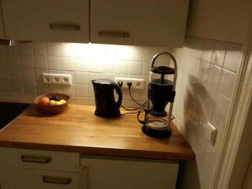 A kitchen or kitchenette at Apartment Stadtoase Wilmersdorf