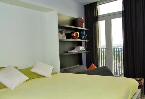 En eller flere senger på et rom på Compact Concepts Studio
