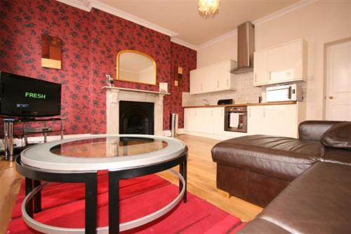 Albion Street Serviced Apartments by RoomsBooked