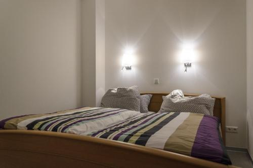 A bed or beds in a room at Ferienwohnung Radebeul Gerlach