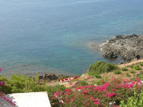 Rental cottages on the beach in Pantelleria