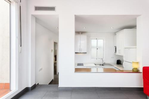 A kitchen or kitchenette at Sant Pau Apartments