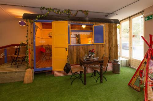 Indoor City Camping Alkmaar