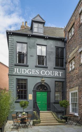 Pension Judges Court Gb York Booking Com
