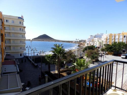 Apartamento playa del medano el m dano precios for Apartamentos en el sur de tenerife ofertas