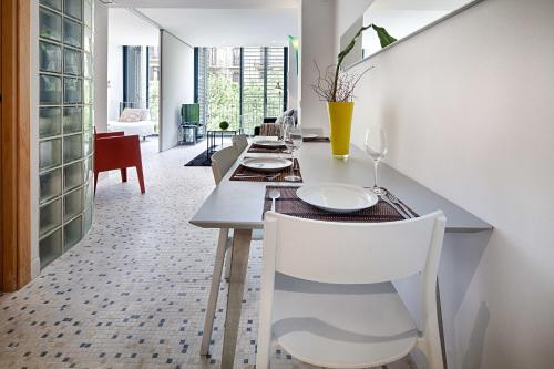 A restaurant or other place to eat at Habitat Apartments Pedrera