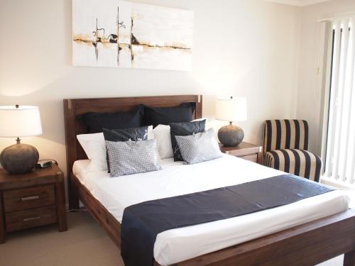 A bed or beds in a room at Edge Apartments Cairns