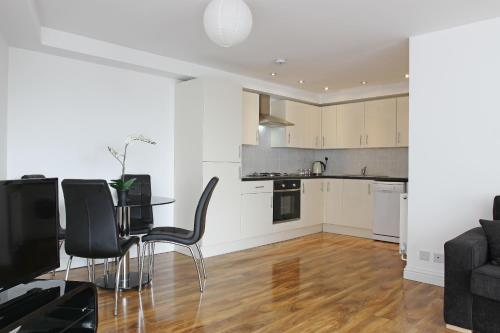 A kitchen or kitchenette at Radalco Apartments