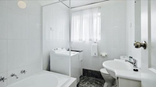 A bathroom at Madalena Holiday Apartments