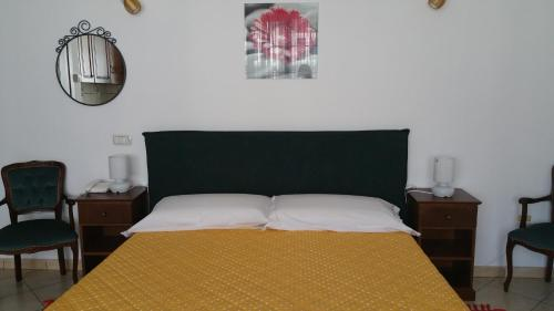 A bed or beds in a room at Residence Pirri