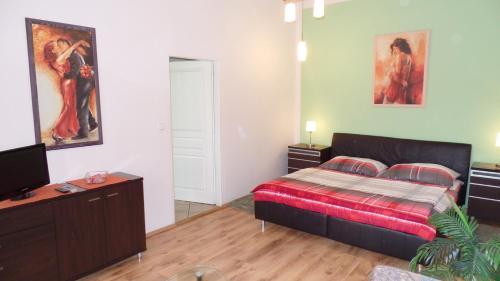 Кровать или кровати в номере Apartments Rokytka - Praha