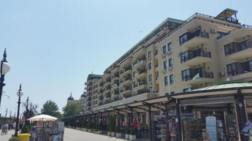 HPM Sirena Apartments - Front line
