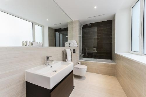 A bathroom at Native City