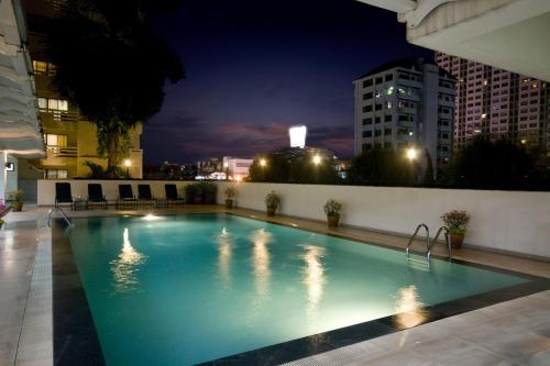 The swimming pool at or near Kantary House Hotel & Serviced Apartments, Bangkok