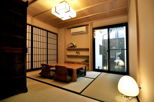 A seating area at Wakakusa-an
